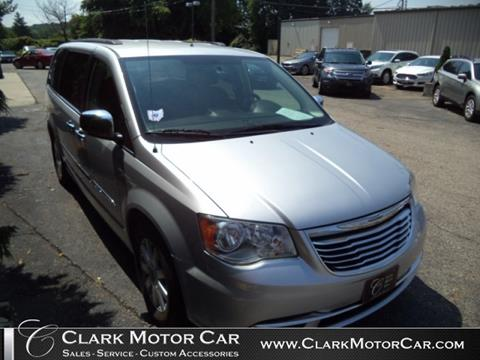 2012 Chrysler Town and Country for sale in Newark, OH