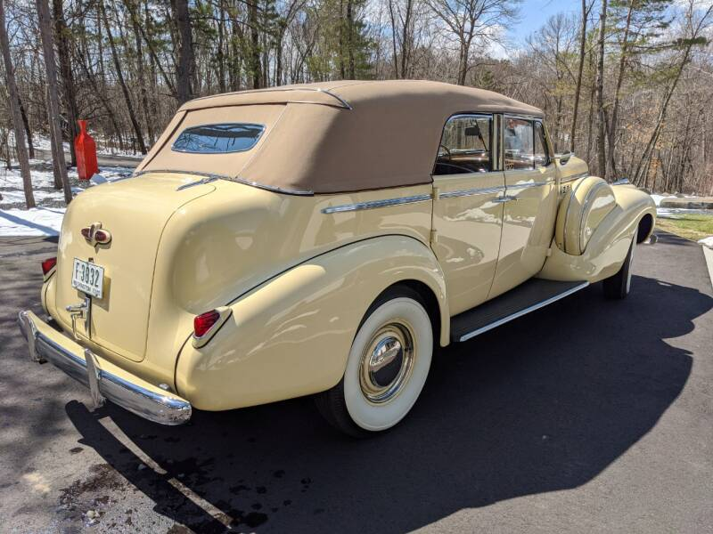 1940 Buick Limited 6