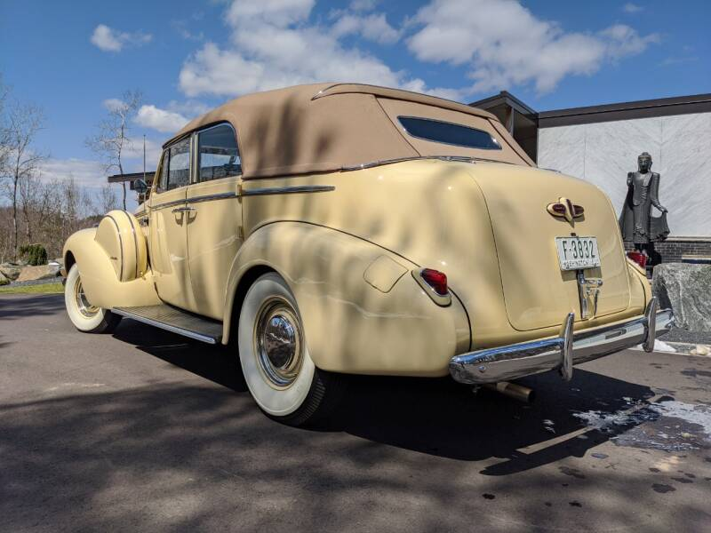 1940 Buick Limited 9