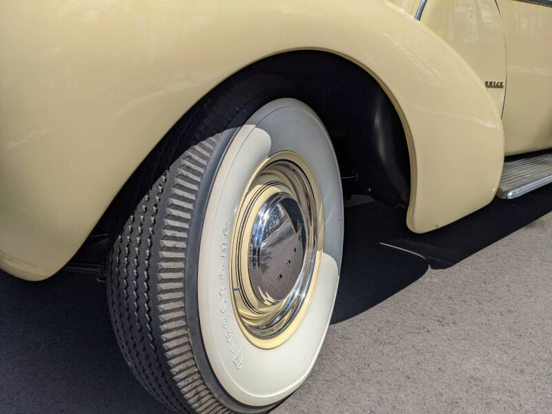 1940 Buick Limited 24