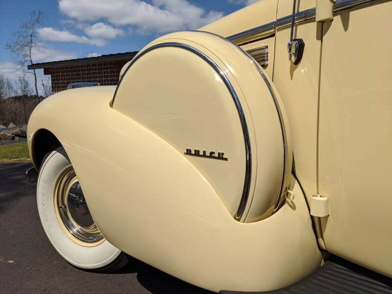 1940 Buick Limited 27