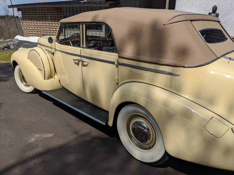 1940 Buick Limited 34