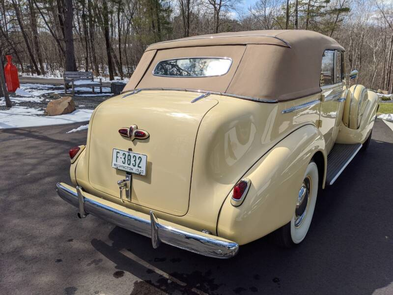 1940 Buick Limited 39