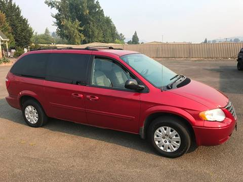 2005 Chrysler Town and Country for sale in Roseburg, OR