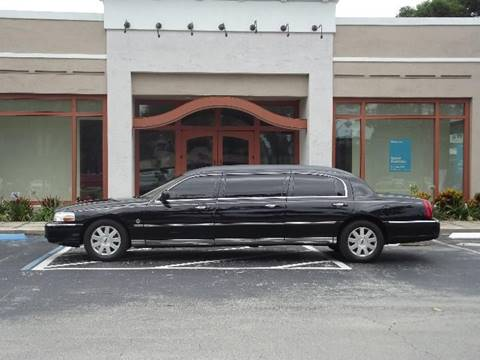 2004 Lincoln Town Car for sale in We Help Ship Worldwide!, AZ