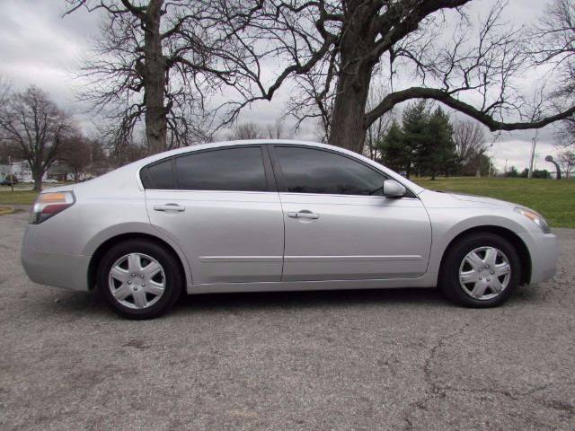 2009 Nissan Altima for sale at Auto Select in Lexington KY