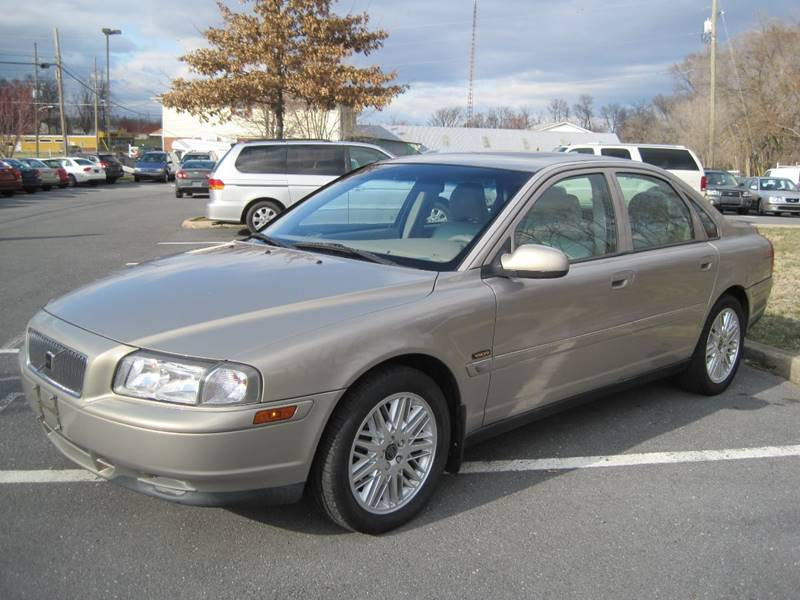 2002 Volvo S80 for sale at Auto Bahn Motors in Winchester VA