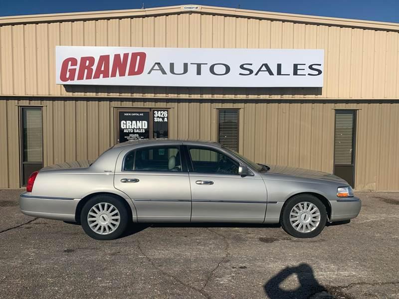2005 Lincoln Town Car for sale at GRAND AUTO SALES in Grand Island NE