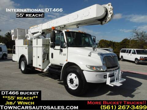 2003 International DuraStar 4300 for sale at Town Cars Auto Sales in West Palm Beach FL