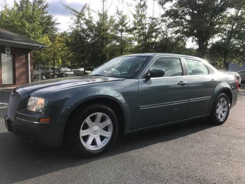 2005 Chrysler 300 for sale at GTO United Auto Sales LLC in Lawrenceville GA