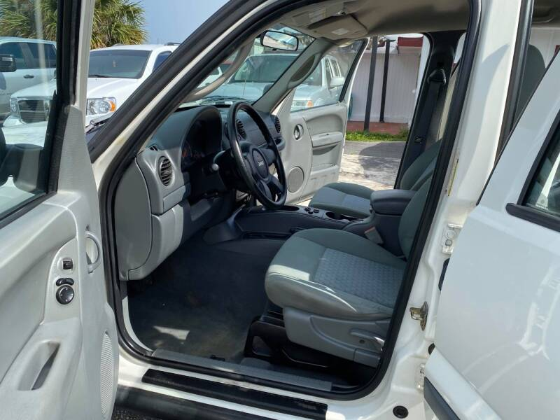 2005 Jeep Liberty for sale at SKYLINE AUTO SALES LLC in Winter Haven FL