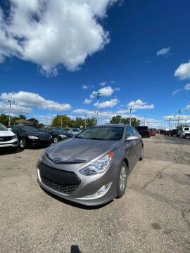 2011 Hyundai Sonata Hybrid for sale at R&R Car Company in Mount Clemens MI