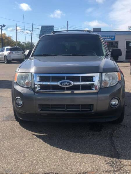 2011 Ford Escape for sale at R&R Car Company in Mount Clemens MI