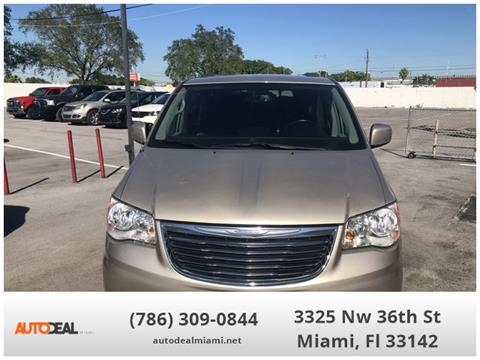 2016 Chrysler Town and Country for sale in Doral, FL