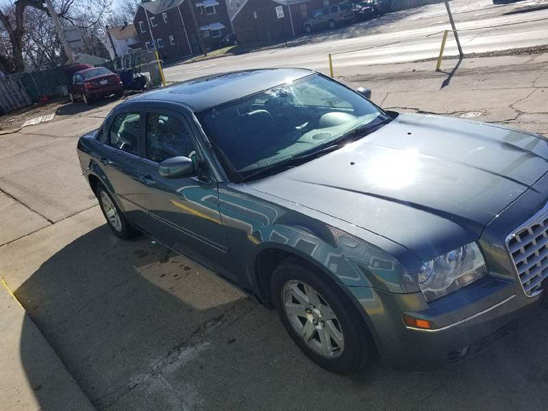 for inventory c paramount chrysler taylor sale mi in motors at details