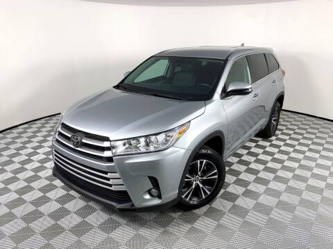 2018 Toyota Highlander for sale at LMP Motors in Plantation FL