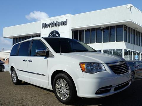 2016 Chrysler Town and Country for sale in Oak Park, MI