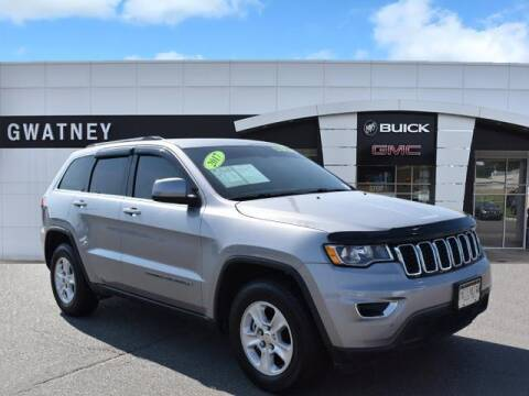2017 Jeep Grand Cherokee for sale at DeAndre Sells Cars in North Little Rock AR