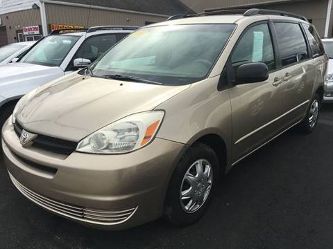 2005 Toyota Sienna for sale at Dijie Auto Sale and Service Co. in Johnston RI