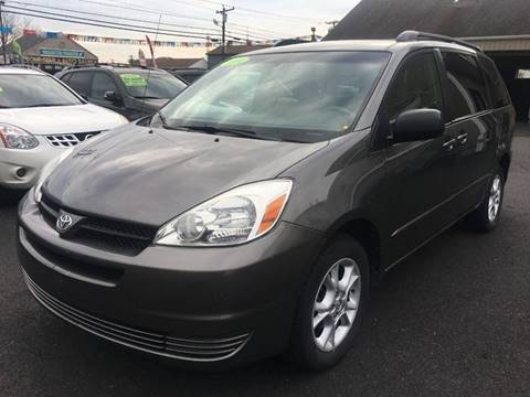 2004 Toyota Sienna for sale at Dijie Auto Sale and Service Co. in Johnston RI