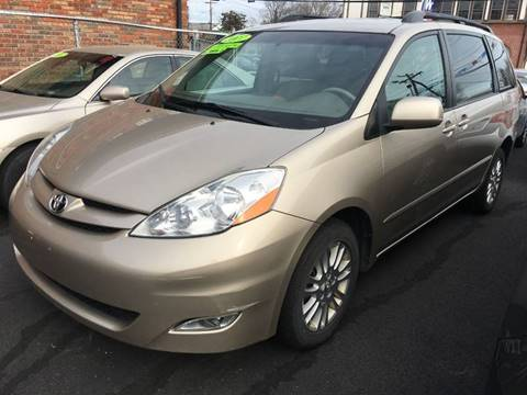2007 Toyota Sienna for sale at Dijie Auto Sale and Service Co. in Johnston RI