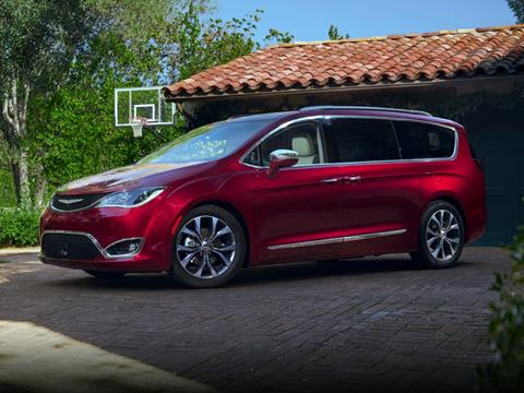 2018 Chrysler Pacifica Touring L for sale at TTC AUTO OUTLET/TIM'S TRUCK CAPITAL & AUTO SALES INC ANNEX in Epsom NH