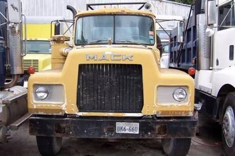 1970 Mack R685ST