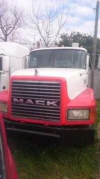 1999 Mack CH613