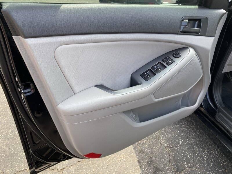 2013 Kia Optima LX 4dr Sedan - La Crescenta CA