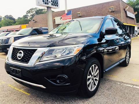 2014 Nissan Pathfinder for sale at Auto Space LLC in Norfolk VA