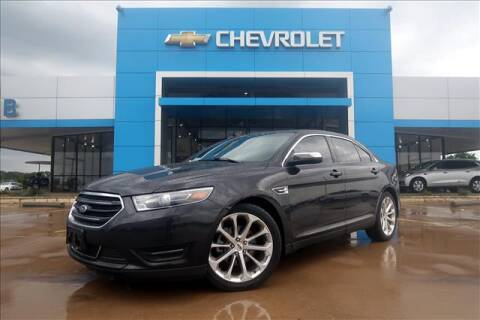 2015 Ford Taurus for sale at Lipscomb Auto Center in Bowie TX