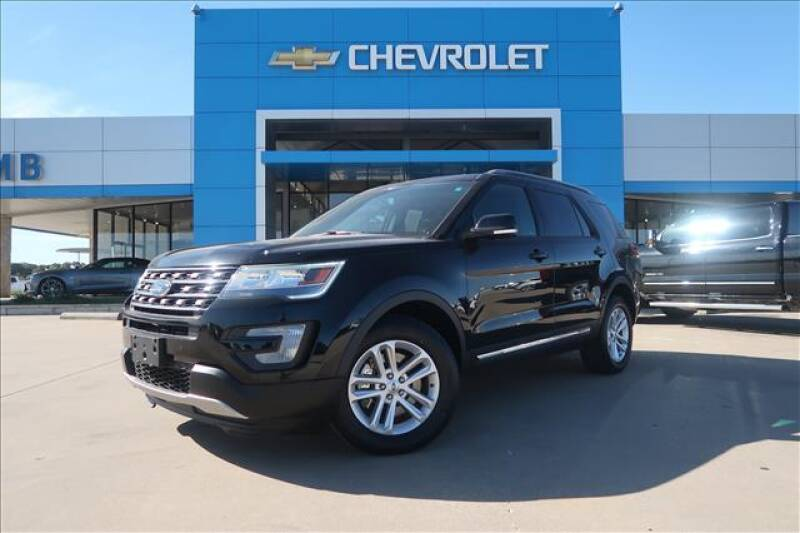2016 Ford Explorer for sale at Lipscomb Auto Center in Bowie TX