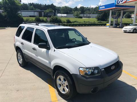 2005 Ford Escape for sale at INTERNATIONAL AUTO SALES LLC in Latrobe PA
