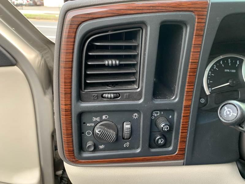 2003 Cadillac Escalade (image 18)
