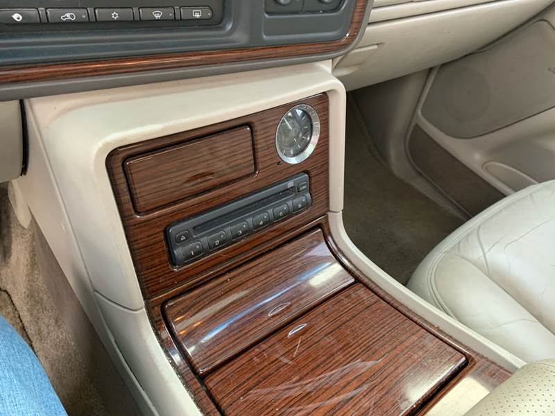 2003 Cadillac Escalade (image 22)