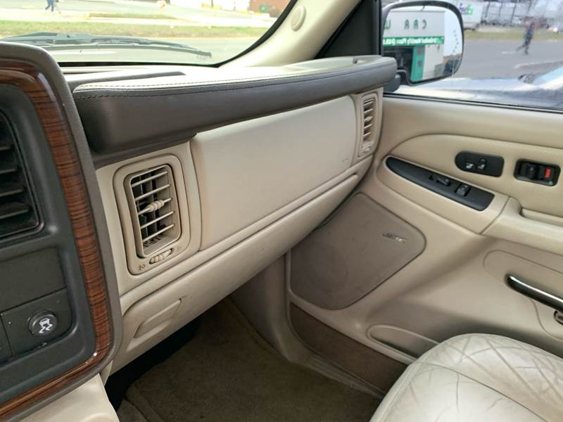 2003 Cadillac Escalade (image 24)