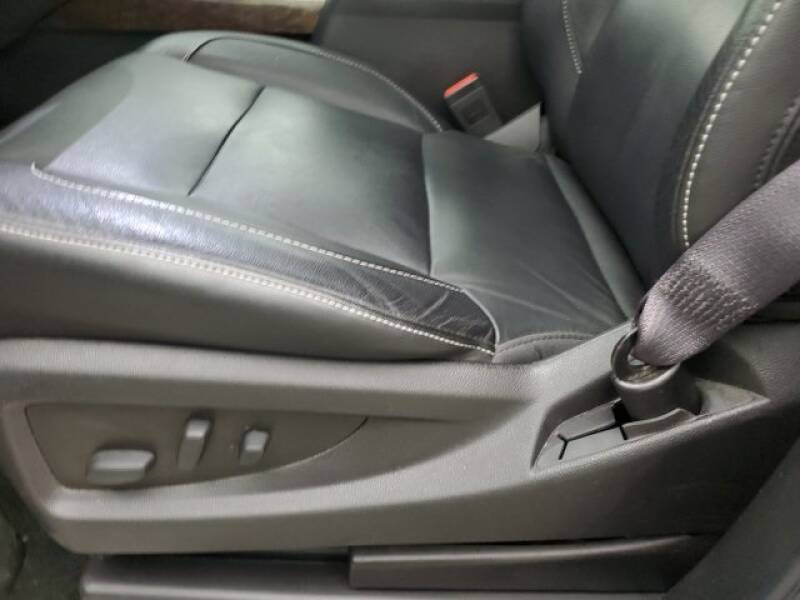 2016 Chevrolet Tahoe LT (image 6)