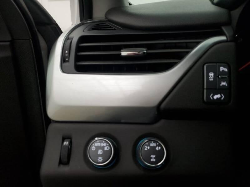 2016 Chevrolet Tahoe LT (image 10)