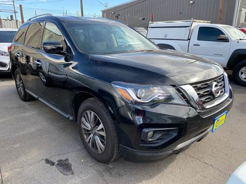 2018 Nissan Pathfinder for sale at New Wave Auto Brokers & Sales in Denver CO