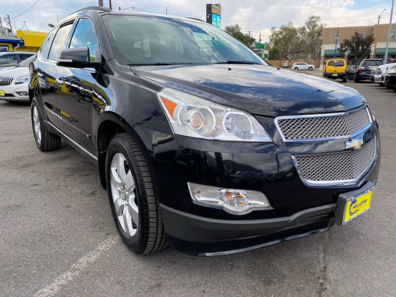 2009 Chevrolet Traverse for sale at New Wave Auto Brokers & Sales in Denver CO