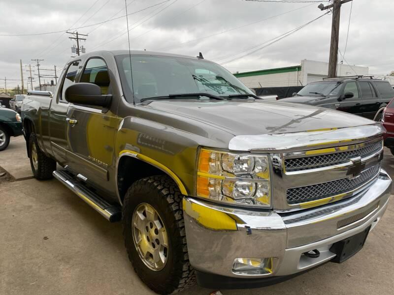 2013 Chevrolet Silverado 1500 for sale at New Wave Auto Brokers & Sales in Denver CO