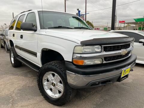 2004 Chevrolet Tahoe for sale at New Wave Auto Brokers & Sales in Denver CO