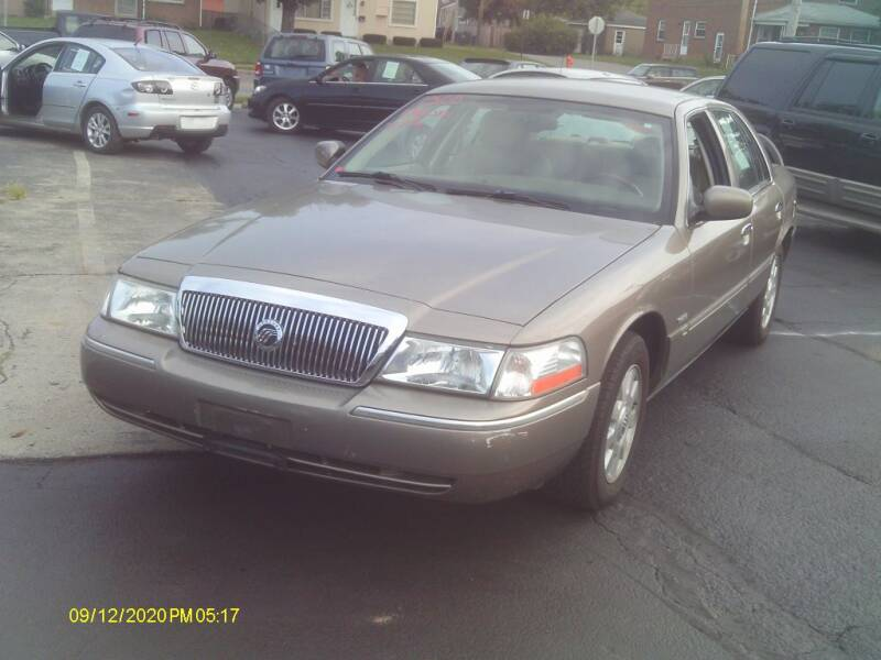 2005 Mercury Grand Marquis for sale at Flag Motors in Columbus OH