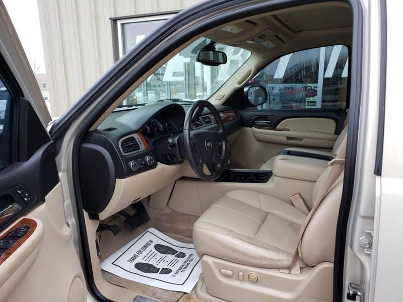 2008 Chevrolet Suburban LT 1500 (image 7)