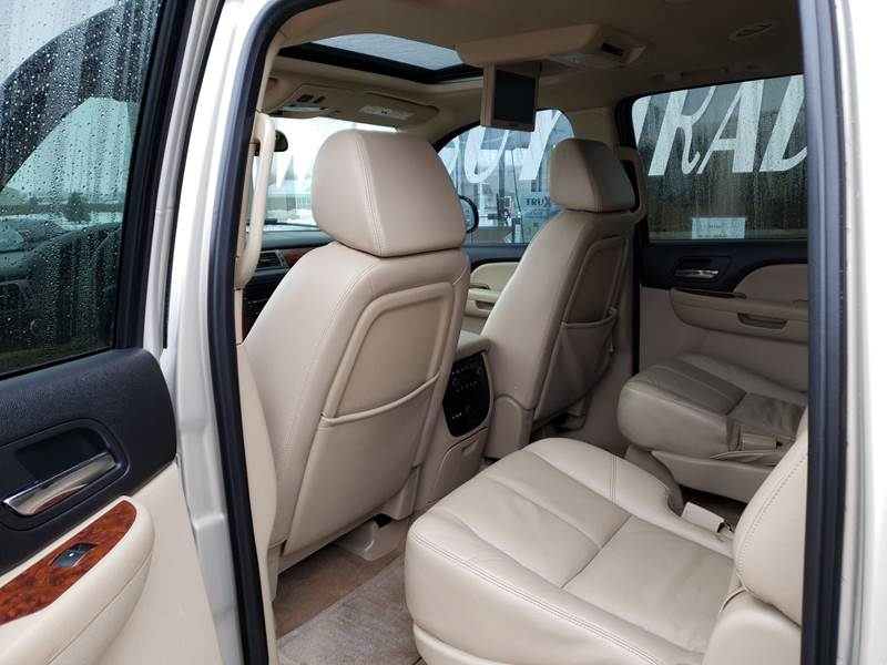 2008 Chevrolet Suburban LT 1500 (image 8)