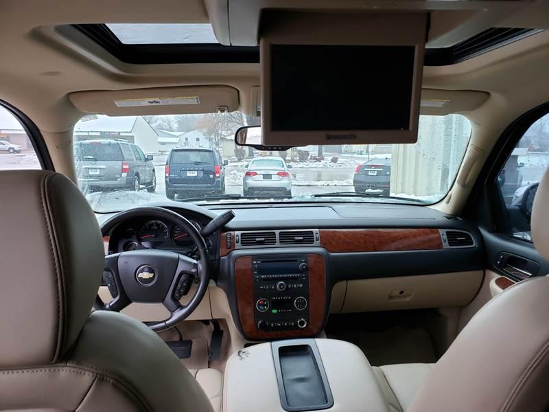 2008 Chevrolet Suburban LT 1500 (image 11)