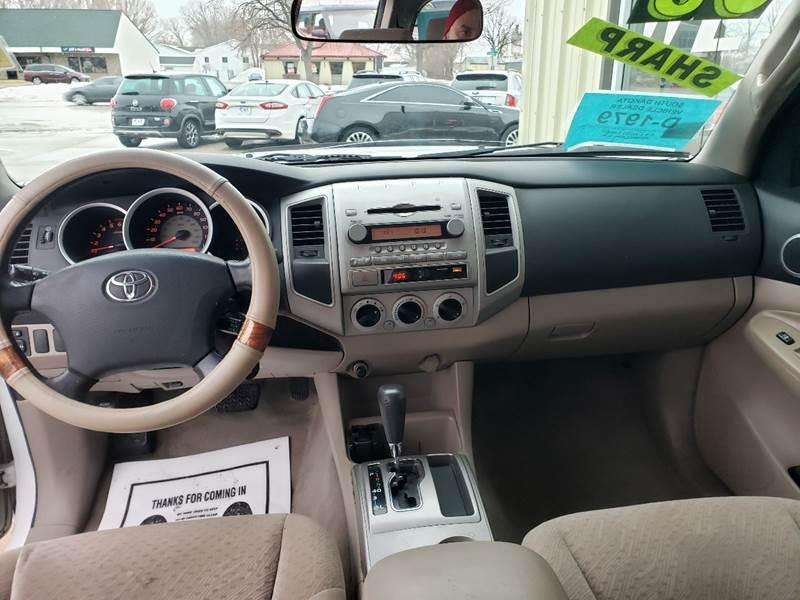 2008 Toyota Tacoma PreRunner V6 (image 8)