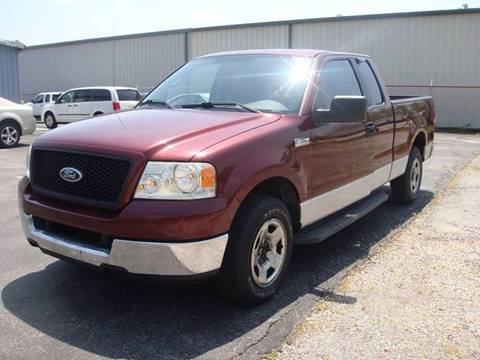 2005 Ford F-150 for sale at Driving Xcellence in Jeffersonville IN