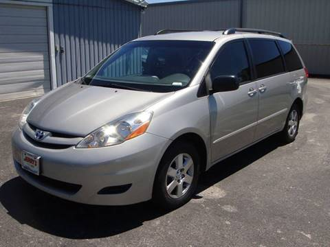 2009 Toyota Sienna for sale at Driving Xcellence in Jeffersonville IN