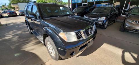2005 Nissan Pathfinder for sale at Divine Auto Sales LLC in Omaha NE